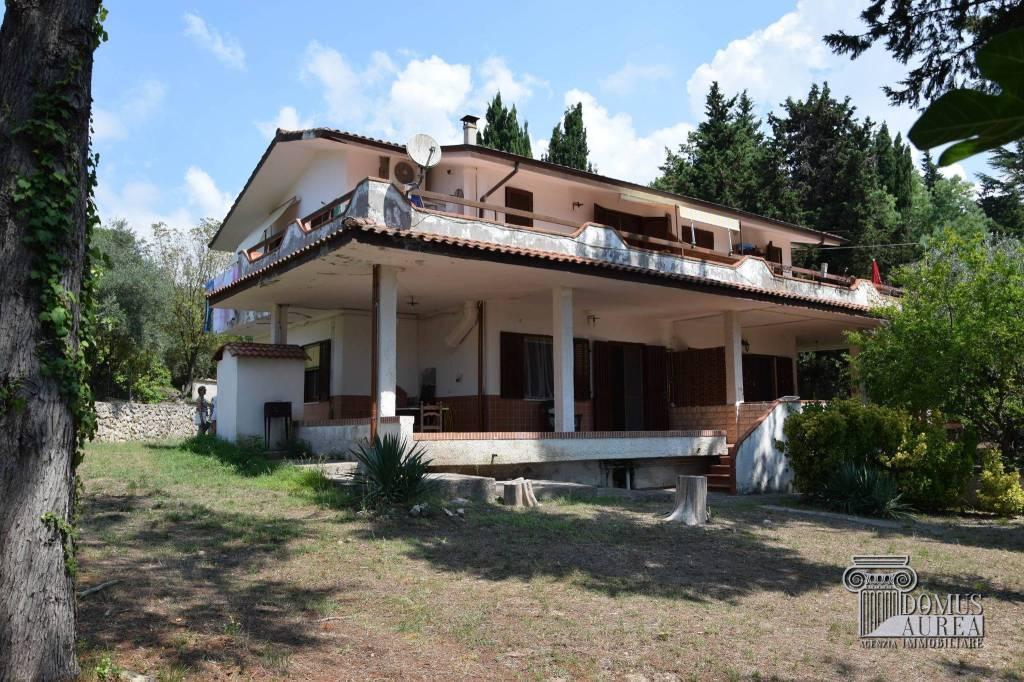 Villa in buone condizioni in vendita Rif. 7592151