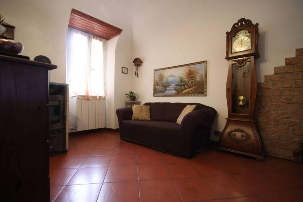 Appartamento in vendita a Pontedassio, 5 locali, prezzo € 120.000 | CambioCasa.it