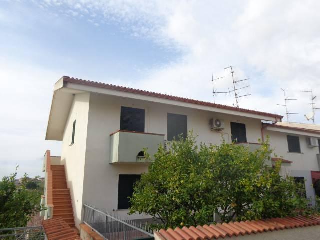 Appartamento in vendita a Riace, 7 locali, prezzo € 120.000 | CambioCasa.it