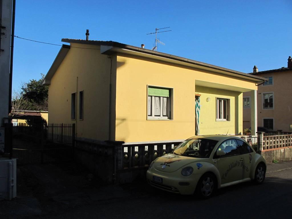 Villa in Vendita a Pistoia Periferia Est: 4 locali, 104 mq
