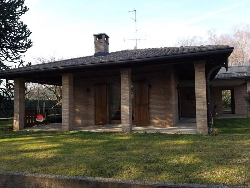 Villa in vendita a Oltrona di San Mamette, 6 locali, prezzo € 760.000 | CambioCasa.it