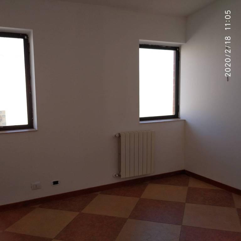 Ufficio / Studio in affitto a Trofarello, 2 locali, prezzo € 300 | CambioCasa.it