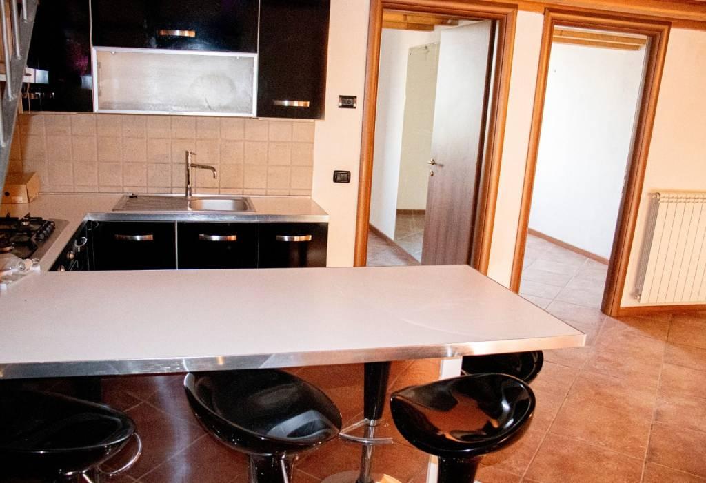 Appartamento in vendita a Calcinato, 3 locali, prezzo € 95.000 | CambioCasa.it