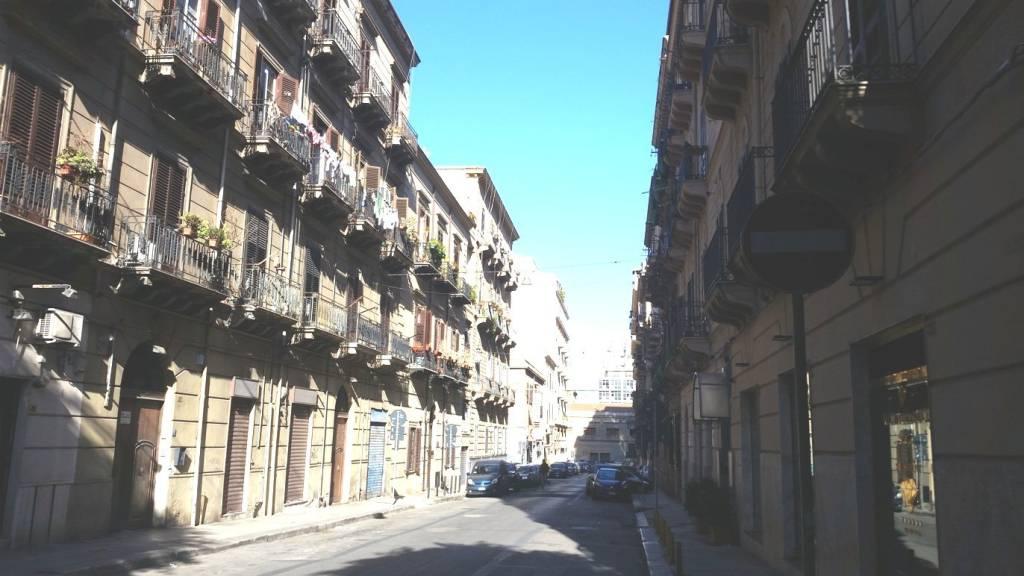 Negozio-locale in Affitto a Palermo Centro: 1 locali, 100 mq