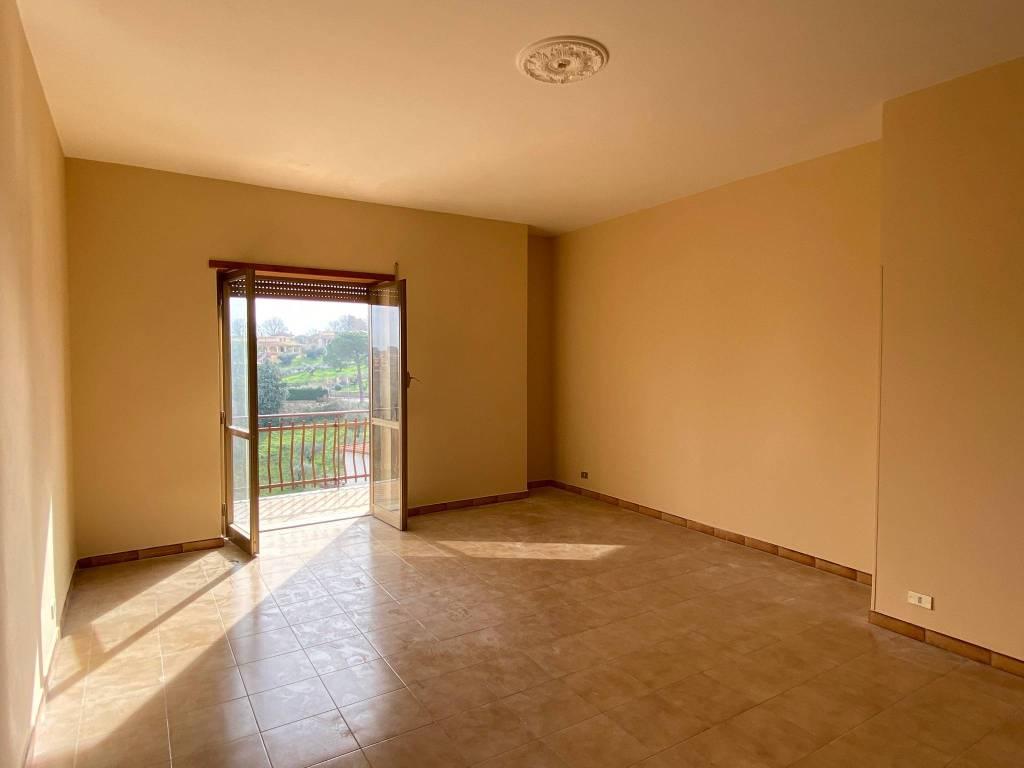Appartamento in buone condizioni in affitto Rif. 7360183
