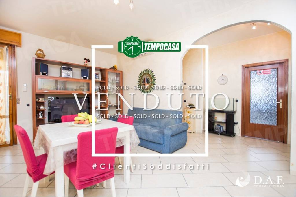 Appartamento in buone condizioni in vendita Rif. 9150473
