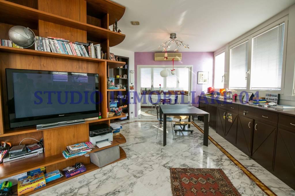 Appartamento in vendita a Meda, 4 locali, prezzo € 229.000 | PortaleAgenzieImmobiliari.it