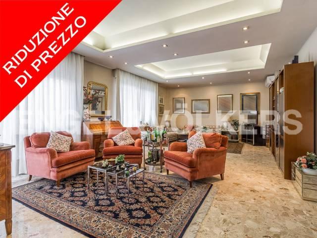 Attico in Vendita a Roma 23 Eur / Torrino: 5 locali, 209 mq