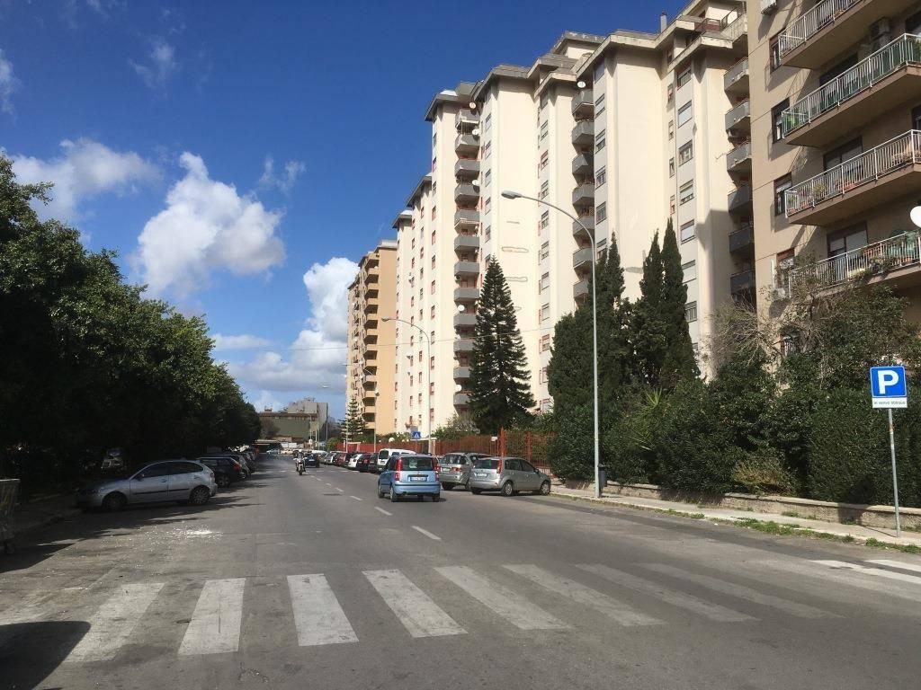 Appartamento in Affitto a Palermo Semicentro: 5 locali, 125 mq