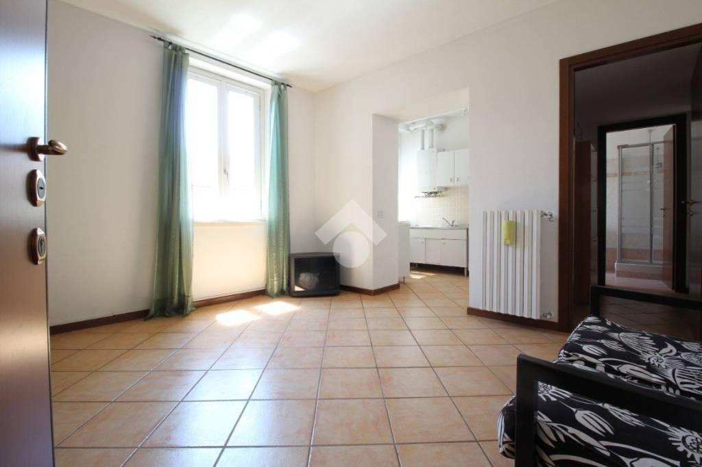 Appartamento in buone condizioni in vendita Rif. 9136068