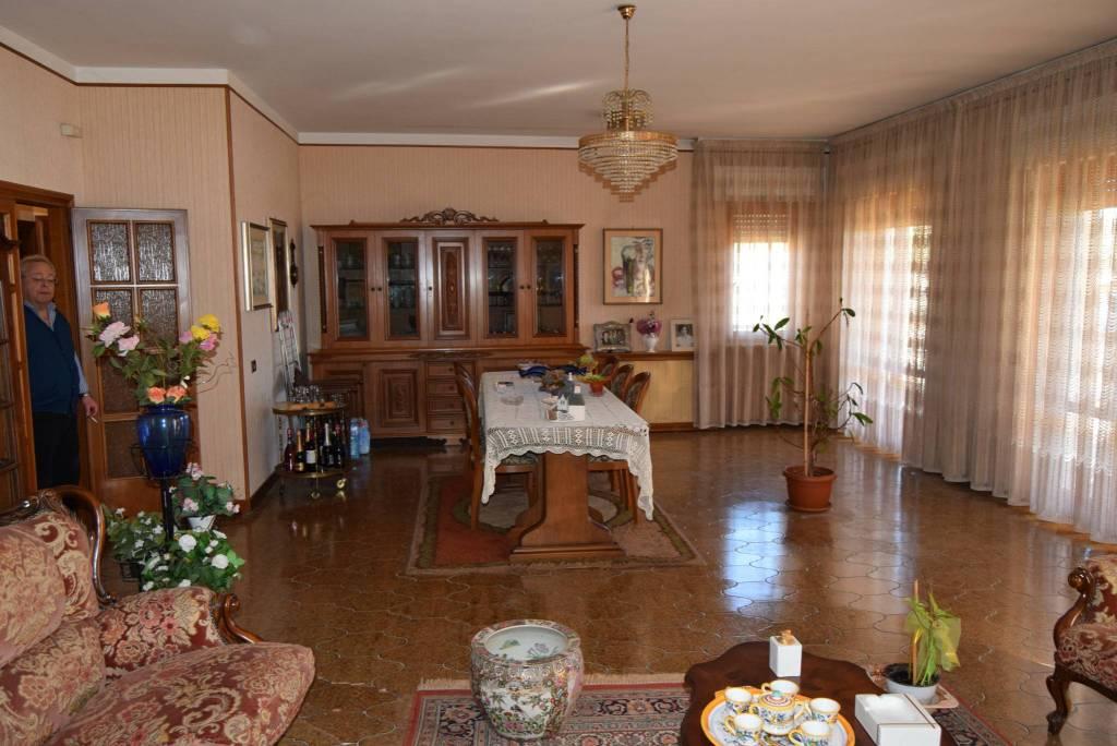 Appartamento in vendita a Corciano, 7 locali, prezzo € 190.000 | PortaleAgenzieImmobiliari.it