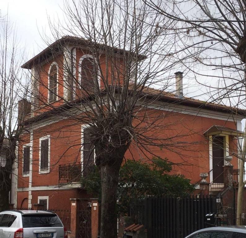 Villa in vendita a Cave, 10 locali, prezzo € 320.000   CambioCasa.it