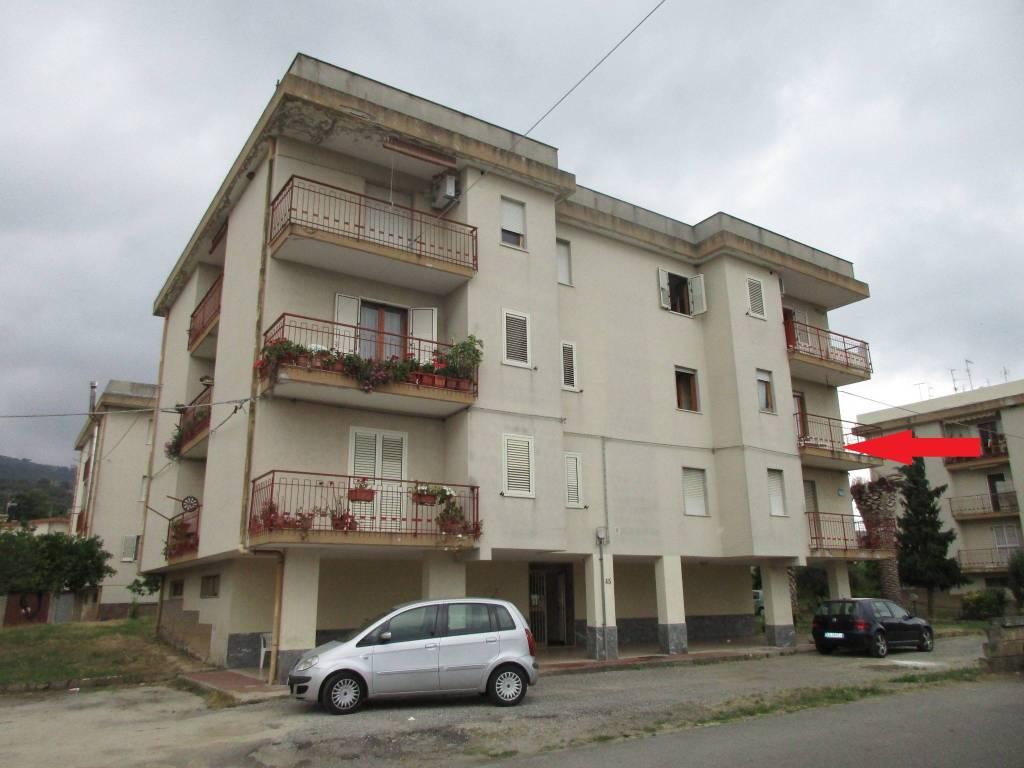Appartamento in buone condizioni arredato in vendita Rif. 8401875