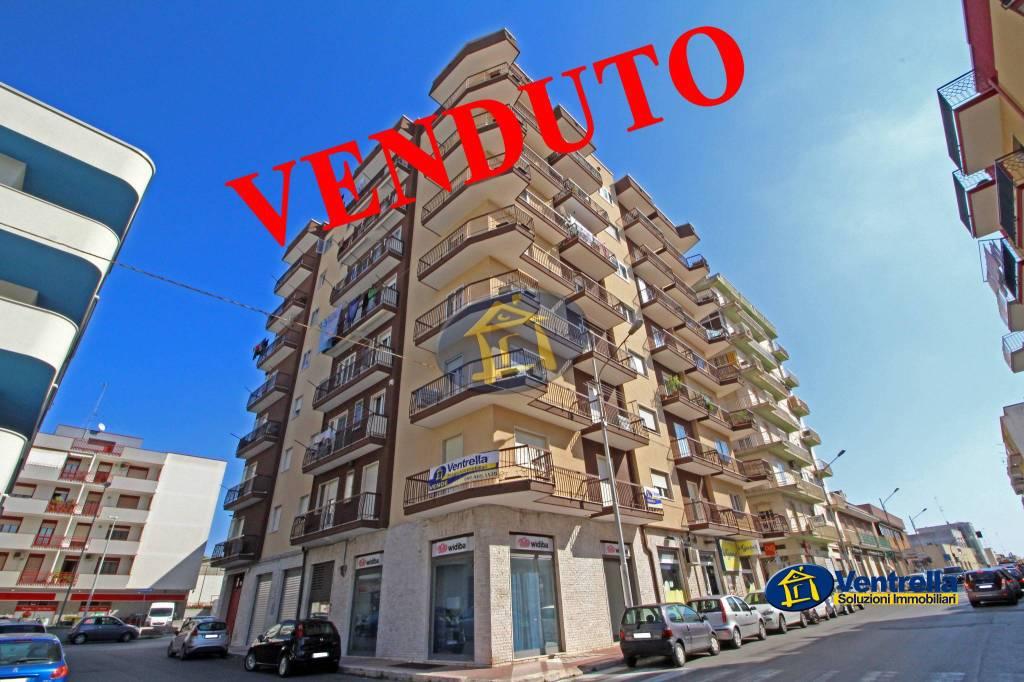 Appartamento in buone condizioni in vendita Rif. 8325612
