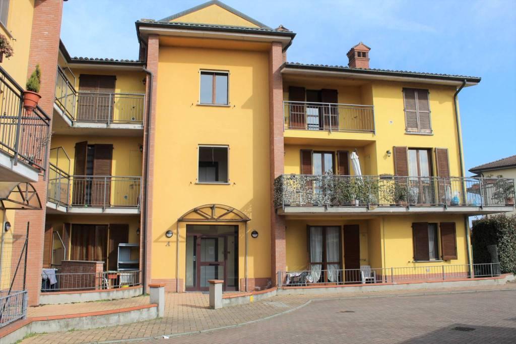Appartamento in ottime condizioni in vendita Rif. 9211587