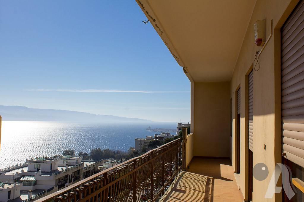 Appartamento in vendita a Messina, 6 locali, prezzo € 295.000   CambioCasa.it