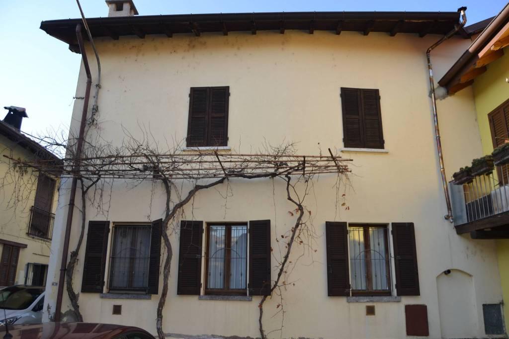 Appartamento in vendita a Cabiate, 3 locali, prezzo € 150.000   CambioCasa.it