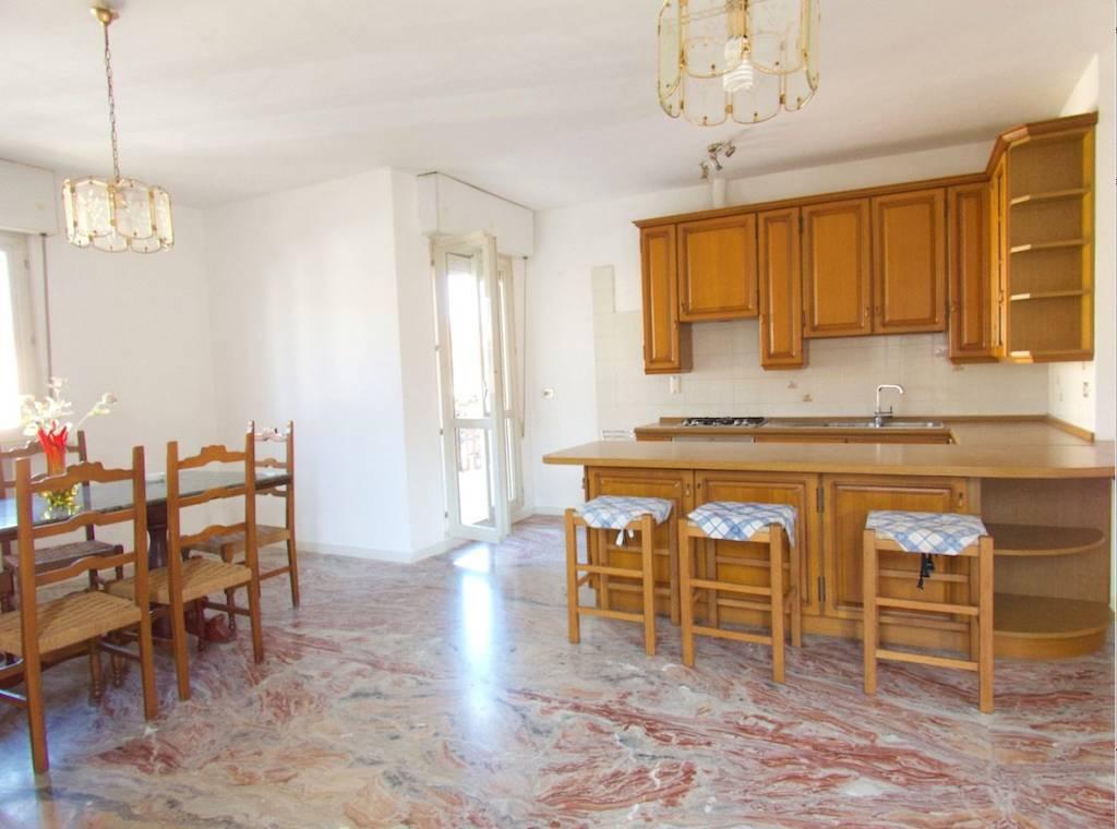 Appartamento in vendita a Riccione, 4 locali, prezzo € 285.000 | PortaleAgenzieImmobiliari.it