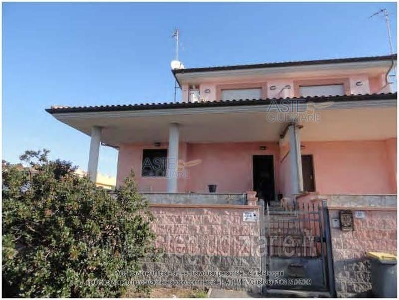 Villa in vendita a Anzio, 3 locali, prezzo € 124.000   CambioCasa.it