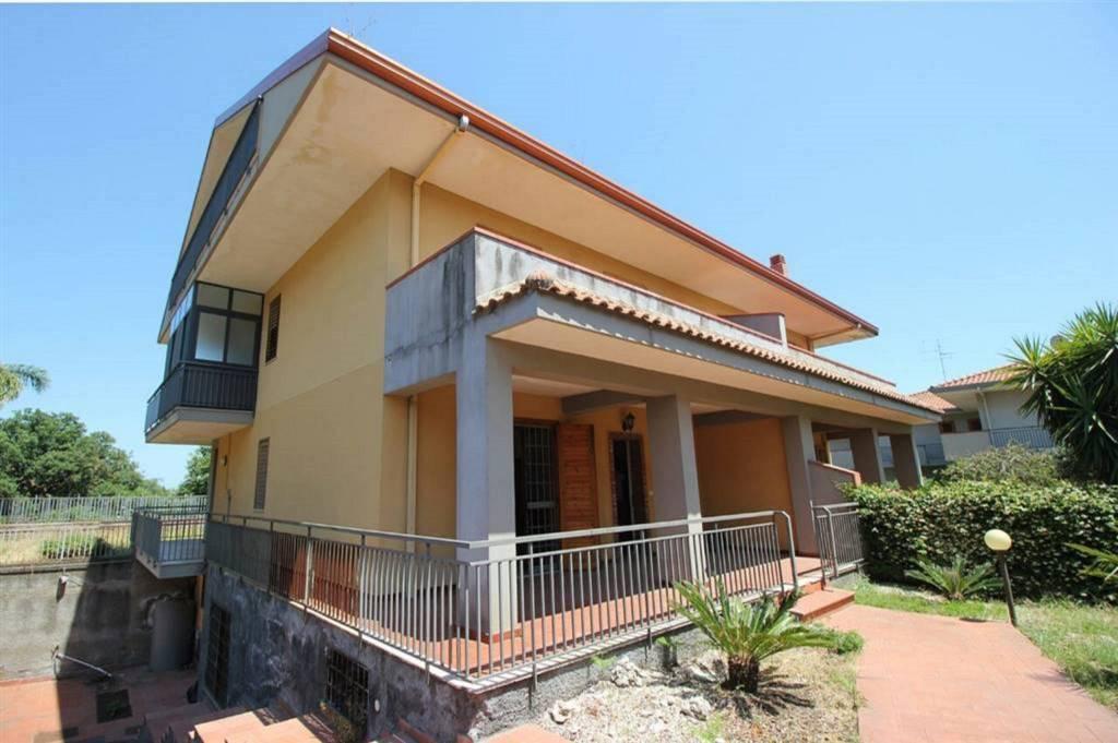 Villa in Vendita a Acireale Centro: 5 locali, 300 mq