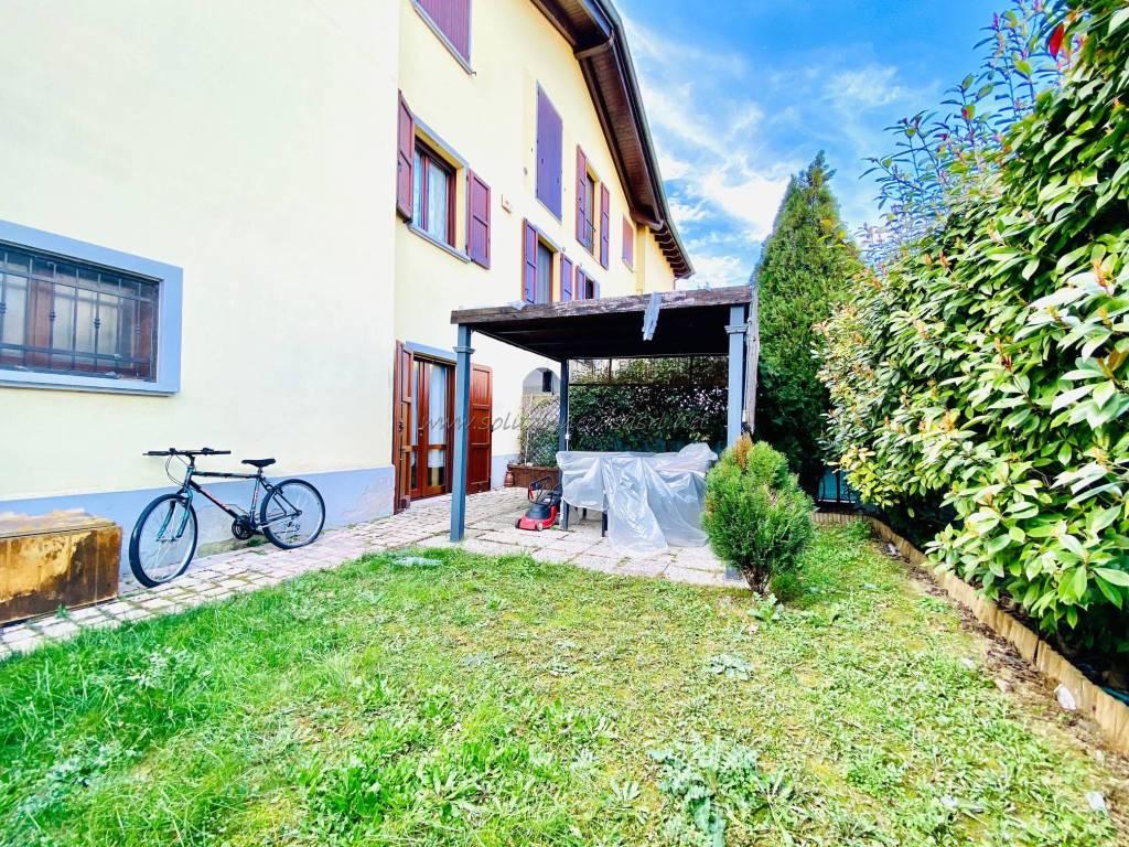 Appartamento in buone condizioni in vendita Rif. 8746819