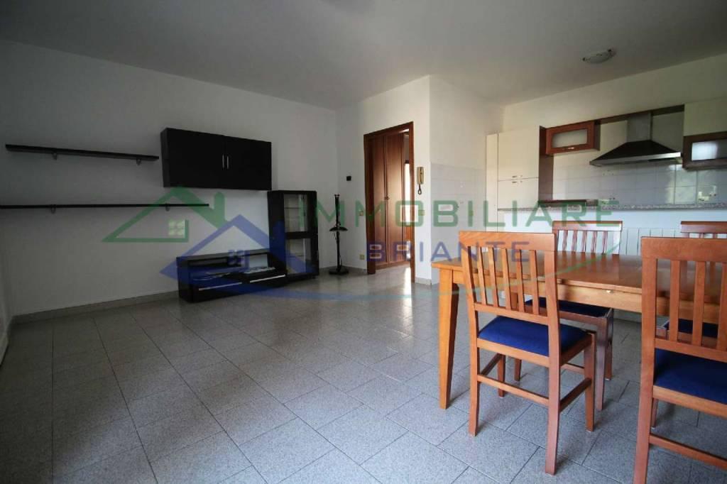 Appartamento in affitto a Besnate, 2 locali, prezzo € 500 | CambioCasa.it