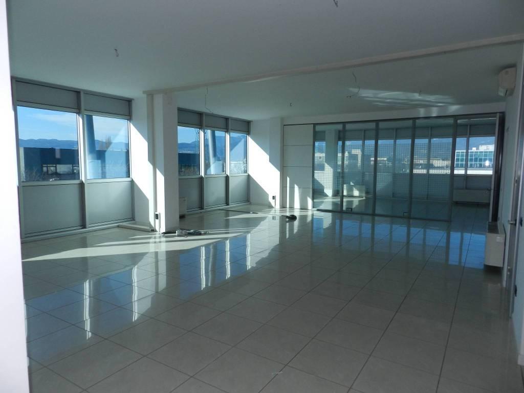 Ufficio / Studio in vendita a Zanè, 6 locali, prezzo € 220.000 | CambioCasa.it