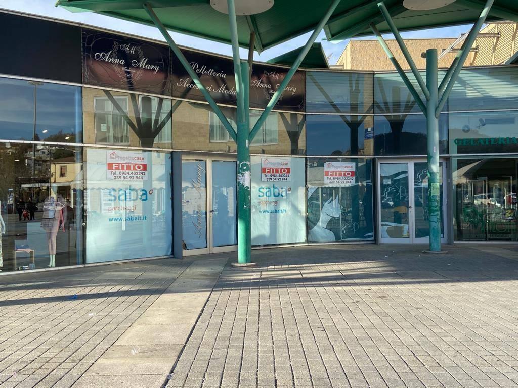 Negozio in centro commerciale I due Fiumi - Cosenza centro