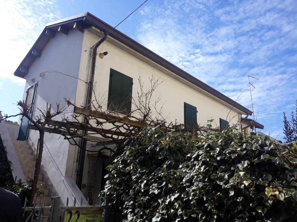 Casa indipendente in Vendita a Rimini Periferia Sud: 5 locali, 131 mq