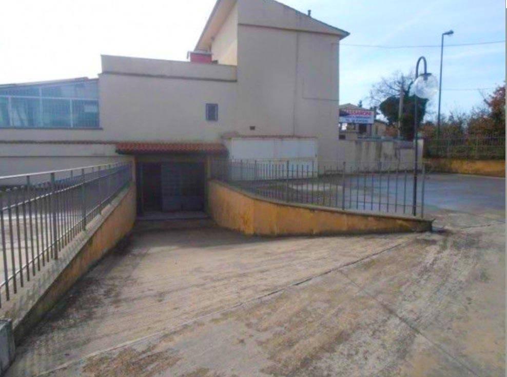 Negozio / Locale in affitto a Ariccia, 1 locali, prezzo € 2.800 | CambioCasa.it