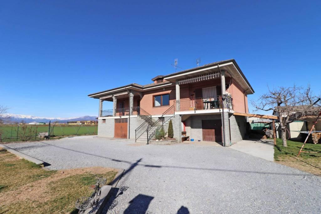 Villa in vendita a Centallo, 6 locali, prezzo € 260.000   CambioCasa.it