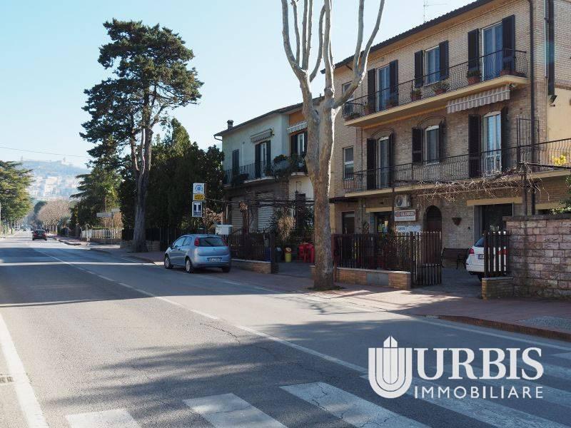 Negozio / Locale in affitto a Assisi, 3 locali, prezzo € 400 | CambioCasa.it