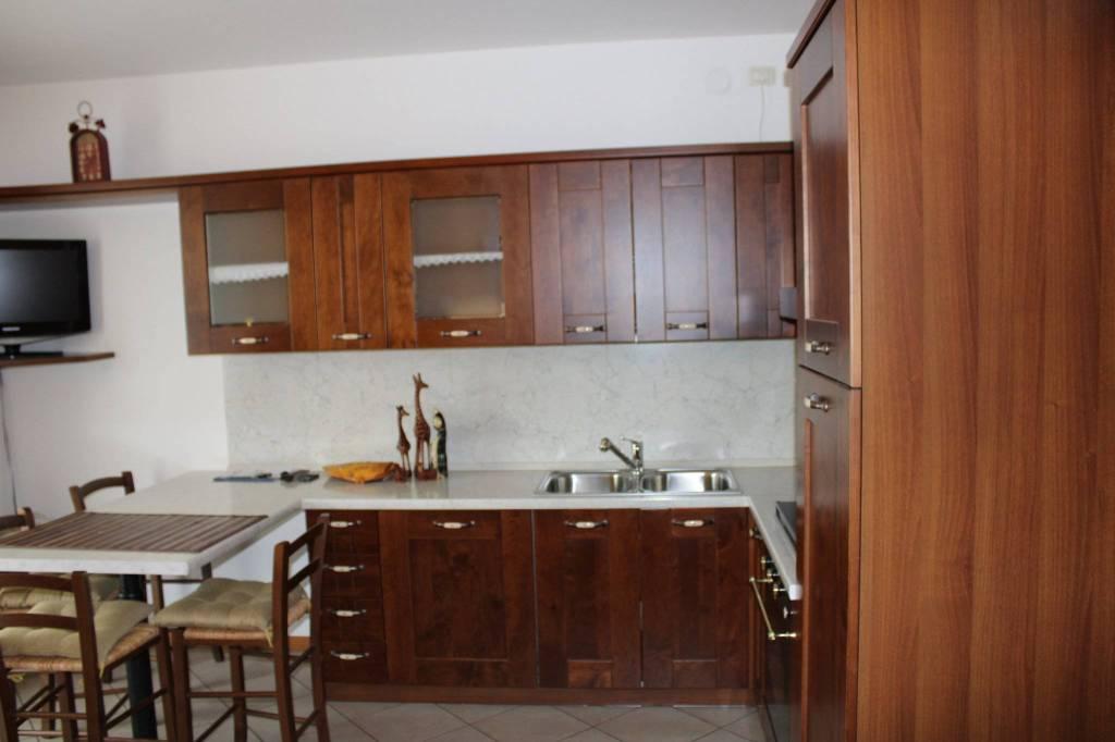 Appartamento in ottime condizioni arredato in vendita Rif. 8596816