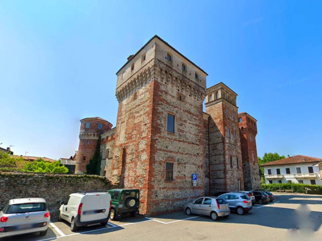 Palazzo / Stabile in vendita a Ozegna, 21 locali, prezzo € 658.000 | PortaleAgenzieImmobiliari.it