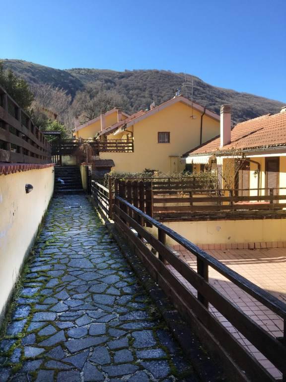Villa a Schiera a Lucoli in Vendita
