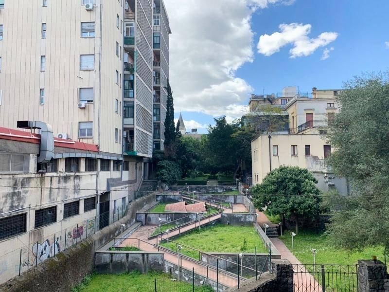 Appartamento in Affitto a Catania Centro: 4 locali, 110 mq