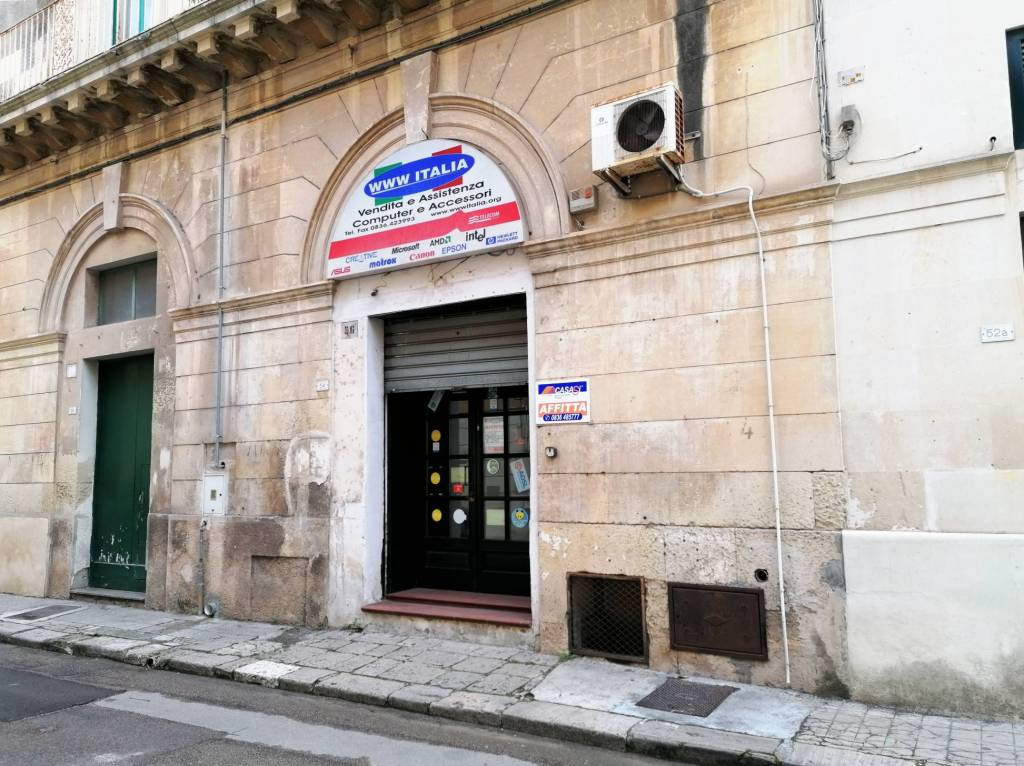 Negozio / Locale in affitto a Maglie, 1 locali, prezzo € 400   CambioCasa.it