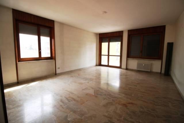 Appartamento in affitto a Busto Arsizio, 6 locali, prezzo € 1.250 | CambioCasa.it