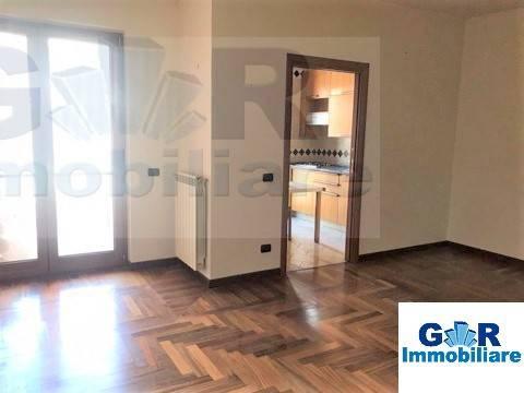 Appartamento in buone condizioni in affitto Rif. 8973786