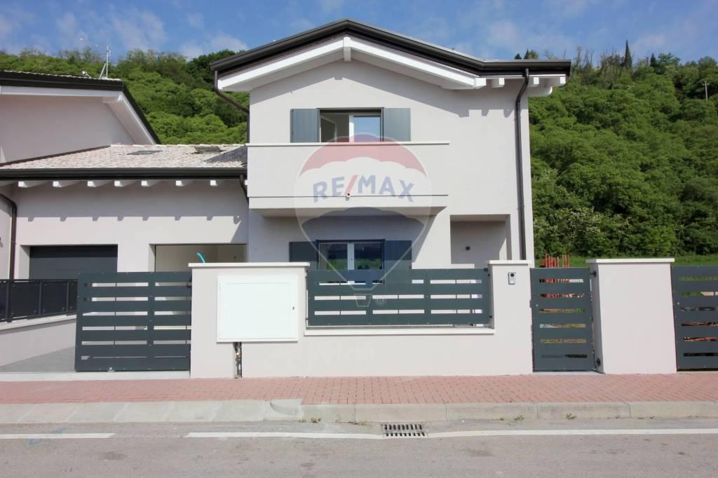 Soluzione Indipendente in vendita a Costabissara, 5 locali, prezzo € 390.000 | CambioCasa.it