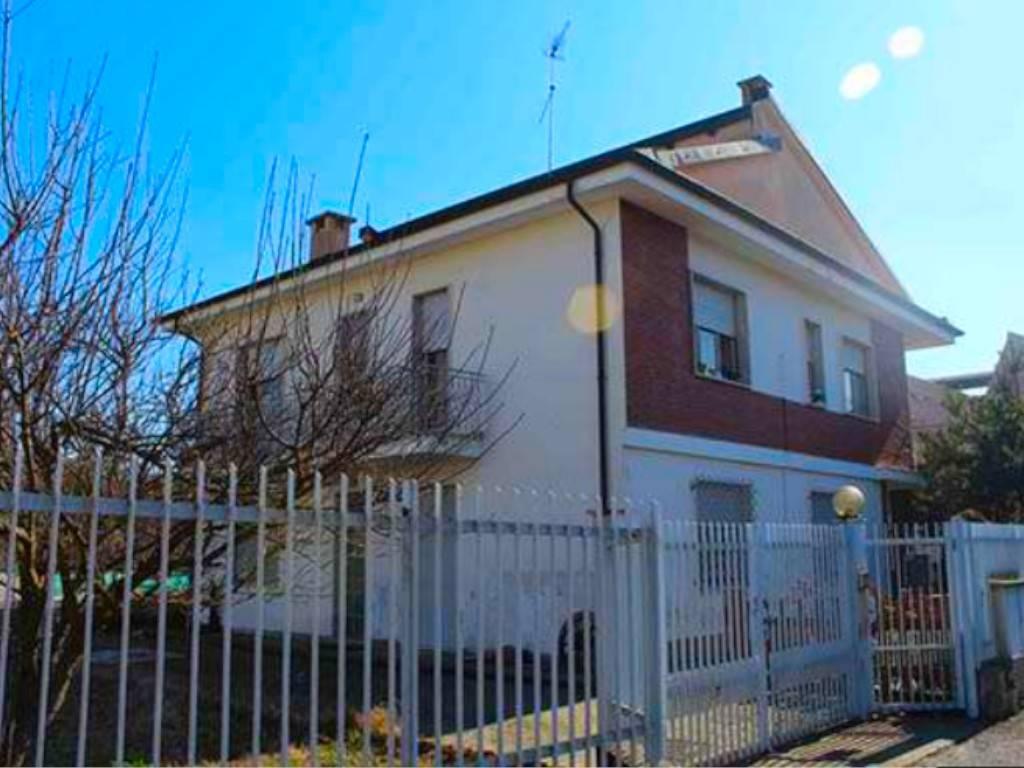 Villa in vendita a Chieri, 4 locali, prezzo € 115.000 | PortaleAgenzieImmobiliari.it