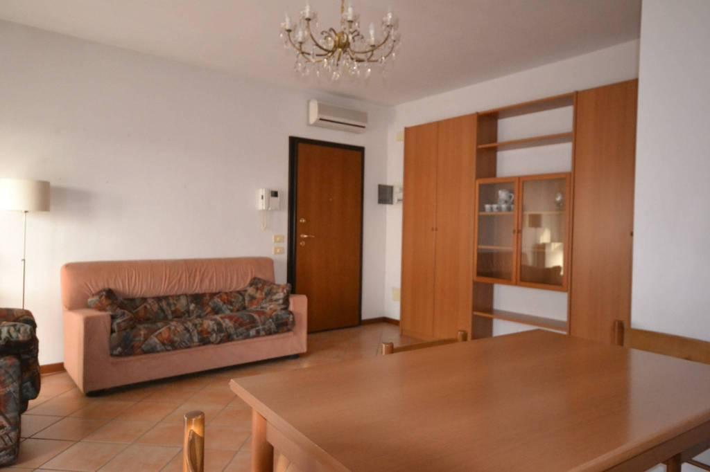 Appartamento in Affitto a San Giovanni In Persiceto Centro: 4 locali, 100 mq