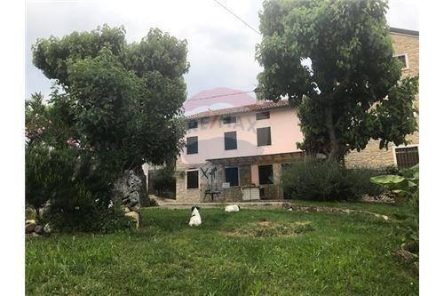 Rustico / Casale in vendita a Monteviale, 5 locali, prezzo € 255.000 | CambioCasa.it
