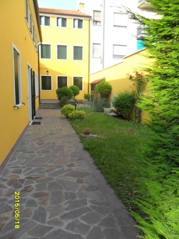Appartamento in buone condizioni arredato in affitto Rif. 8268532