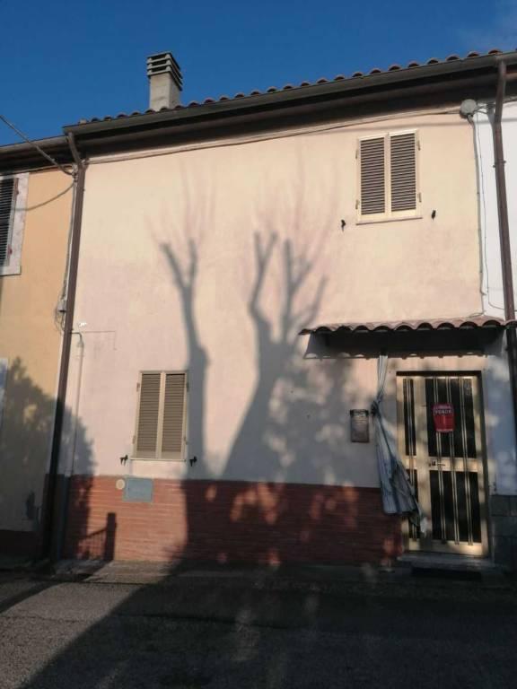 Appartamento in buone condizioni in vendita Rif. 9210206
