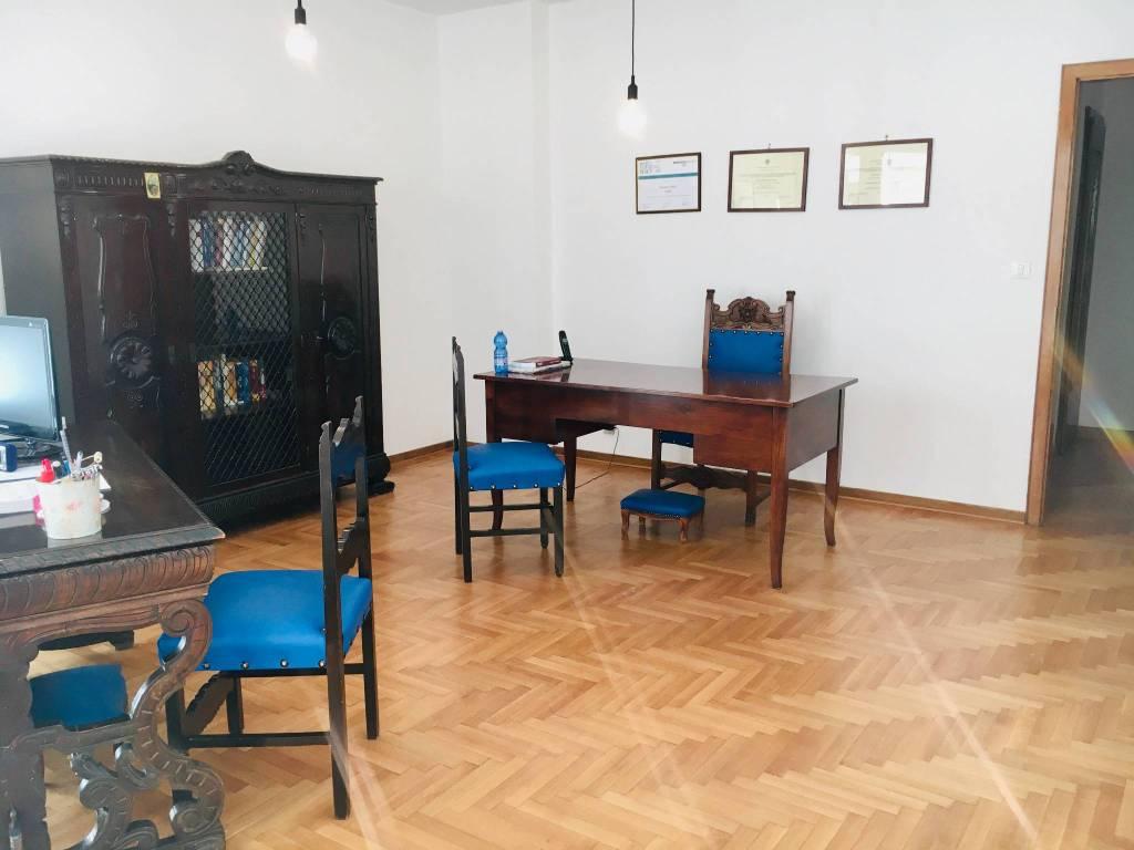 Ufficio / Studio in affitto a Udine, 5 locali, prezzo € 800 | CambioCasa.it