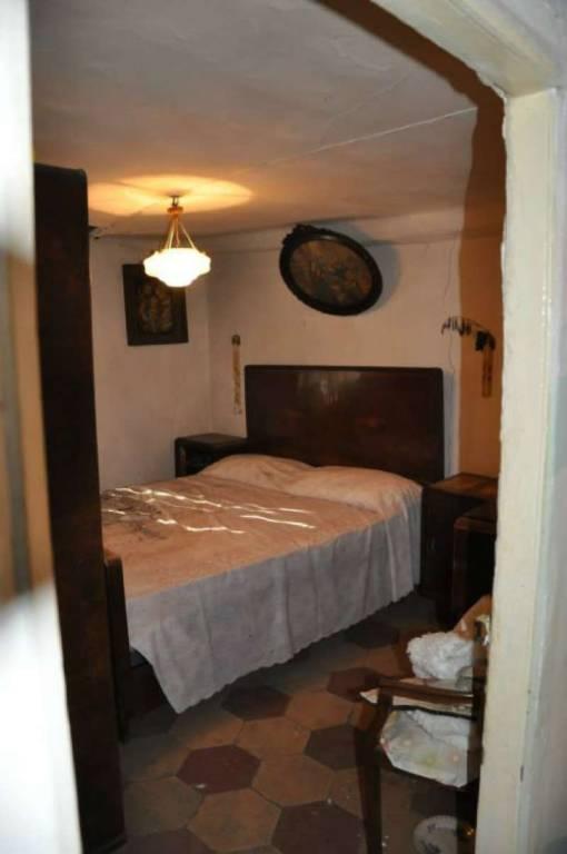 Appartamento in vendita a Genova, 7 locali, prezzo € 90.000 | CambioCasa.it