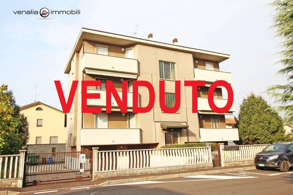 Appartamento in ottime condizioni in vendita Rif. 8271180