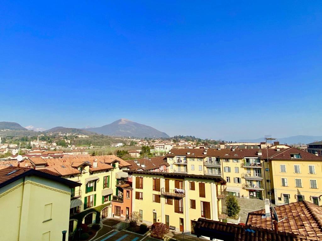 Appartamento in vendita a Erba, 4 locali, prezzo € 210.000 | CambioCasa.it