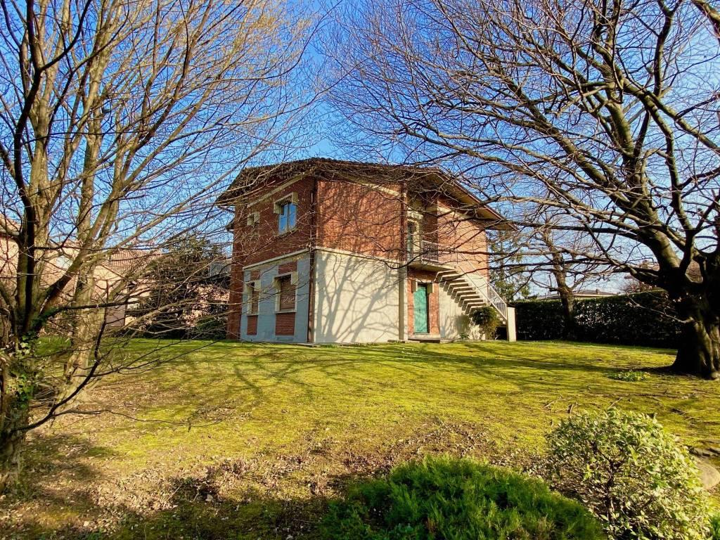 Villa in vendita a Merone, 7 locali, prezzo € 345.000 | CambioCasa.it
